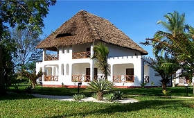 Uroa Beach Hotel Chalets