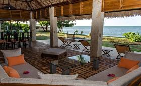 Island chalet lounge