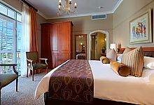 Large well designed spacious en-suite rooms